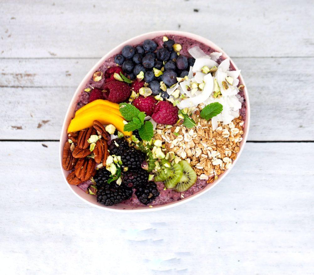 Acia bowl med chiafrø - opskrift på let og lækker morgenmad – MadforLivet.com
