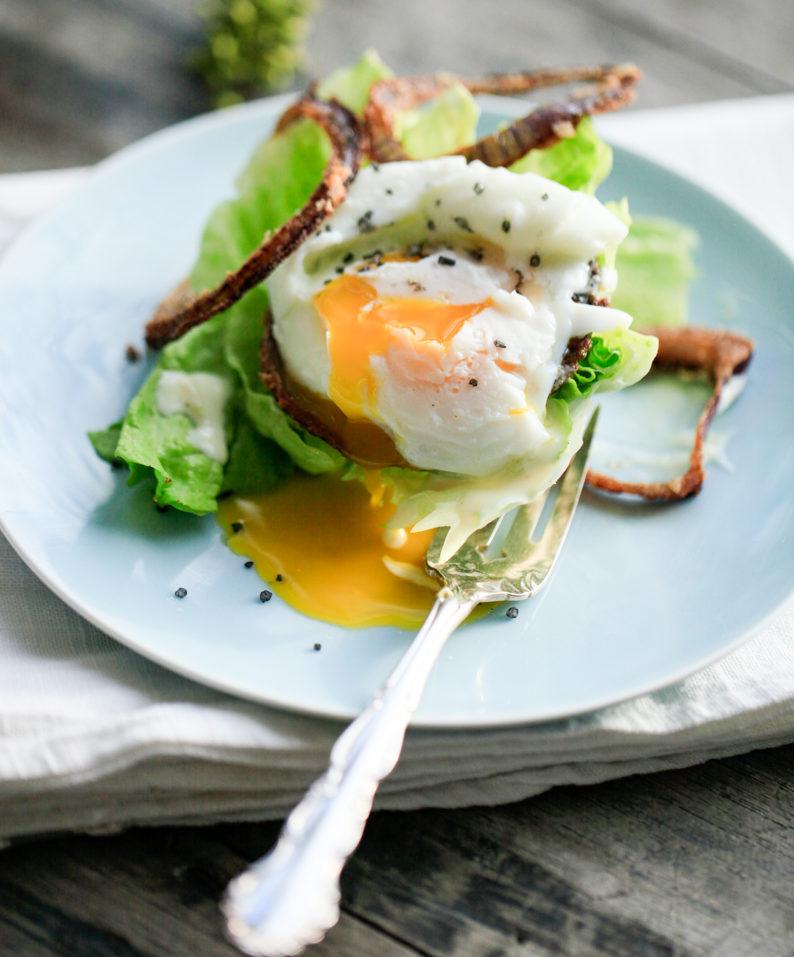 Pocheret æg og salat – MadforLivet.com