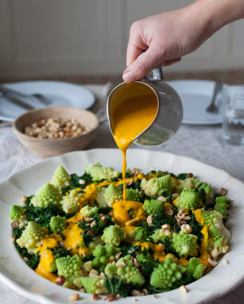 Kaalsalat med orange kokosdressing
