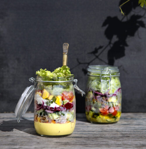 Opskrift paa salater i syltetoejsglas