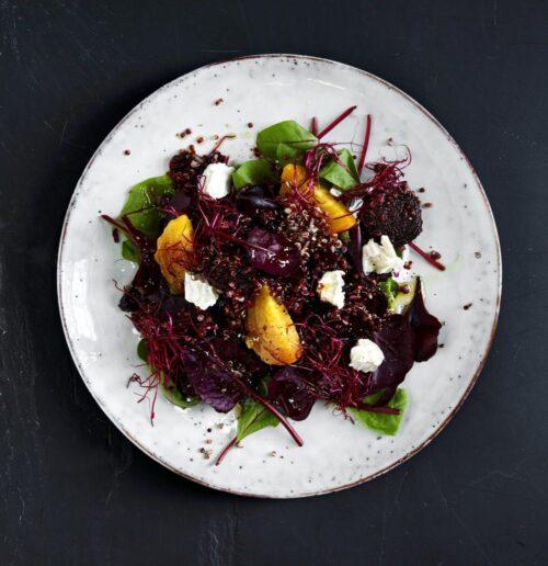 Roedbedesalat med quinoa og gedeost
