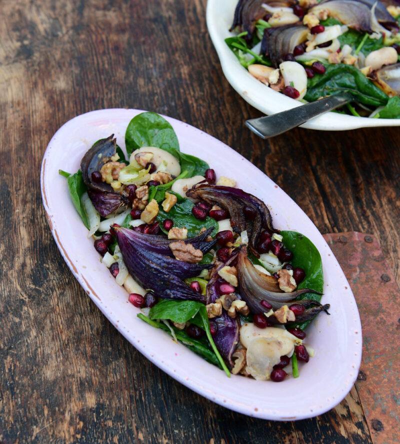 Salat med limaboenner og roedloeg