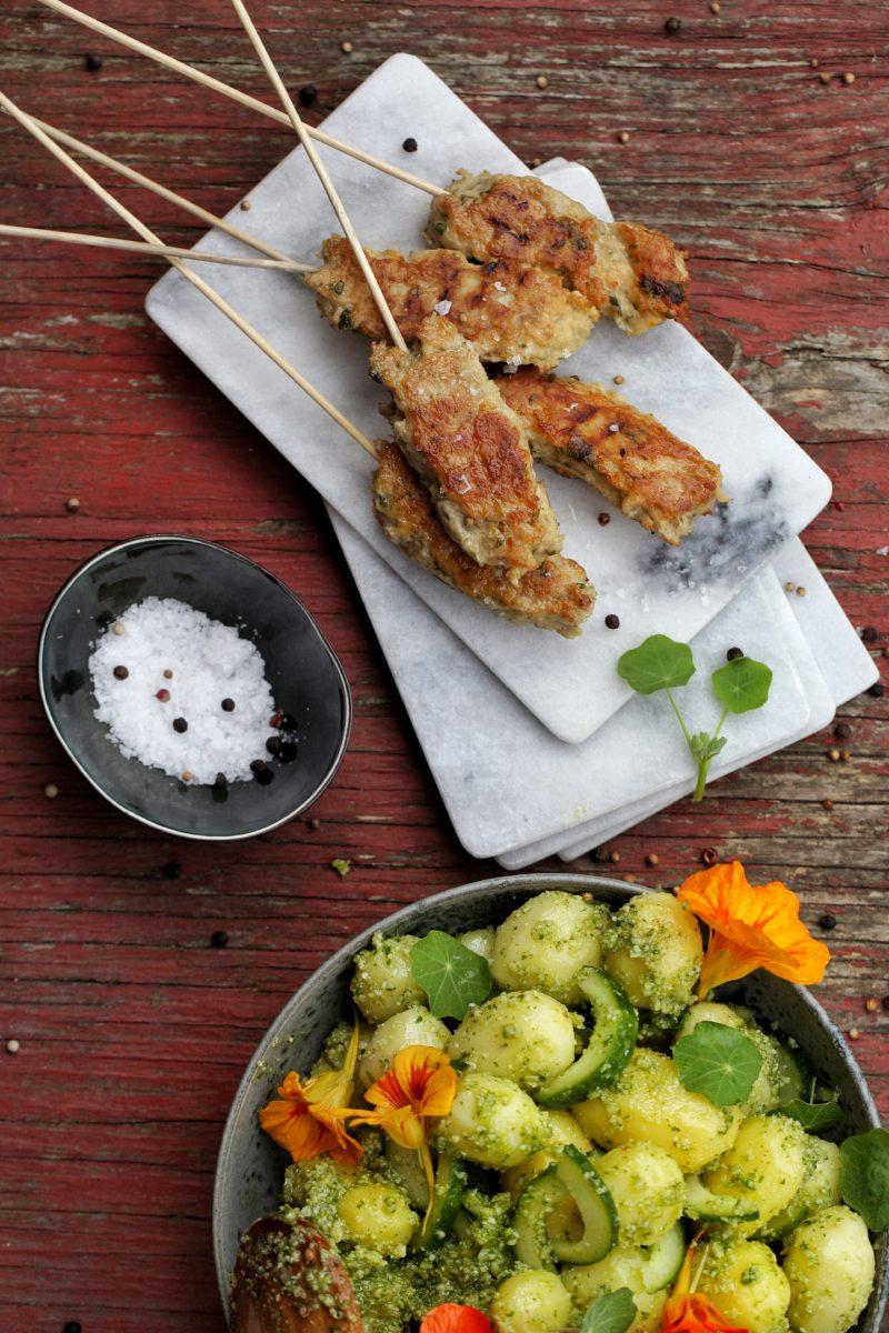 Kyllingespyd med groen kartoffelsalat