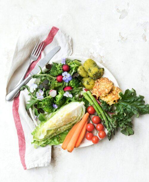 salat med foraarsgroensager