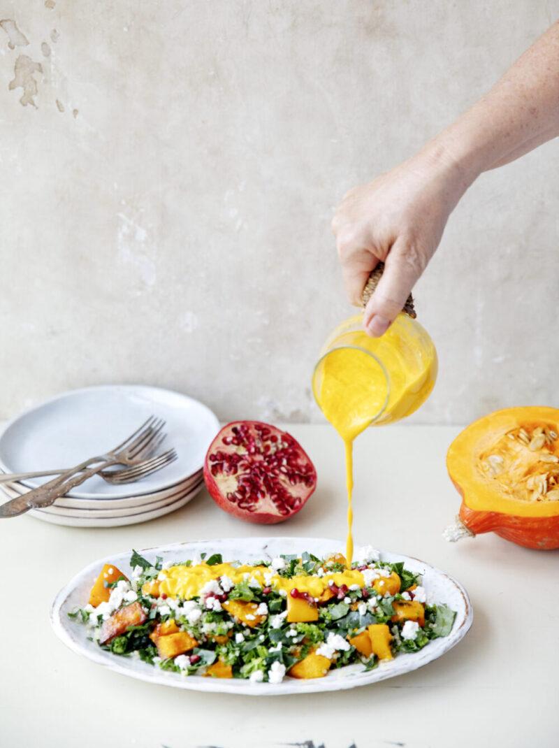Maettende quinoa salat - opskrift paa quinoa salat med gulerodsdressing