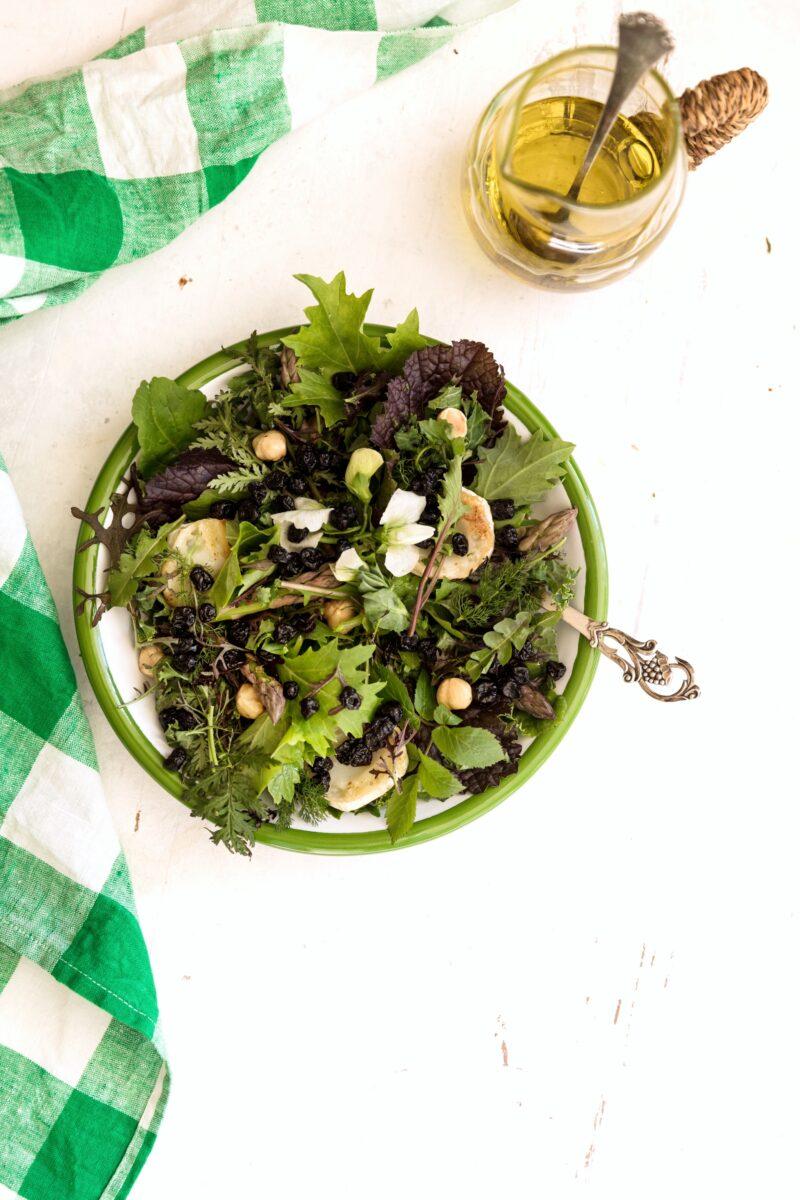 Ukrudtssalat - opskrift paa salat med ukrudt