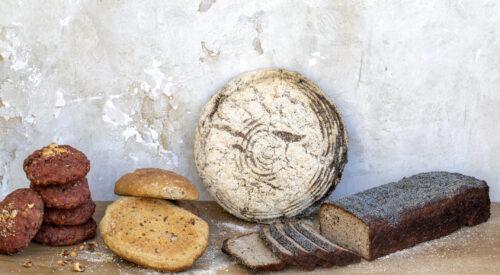 Fire forskellige brødtyper for at illustrere gluten og en glutenfri levevis